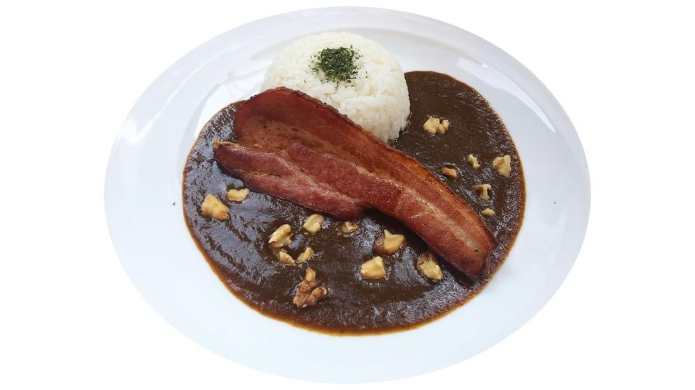 83. タグカフェ<br>燻製ベーコンくるみカレー